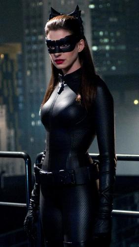 1-Anne-Hathaway-Catwoman-iPhone-5-wallpaper-ilikewallpaper_com