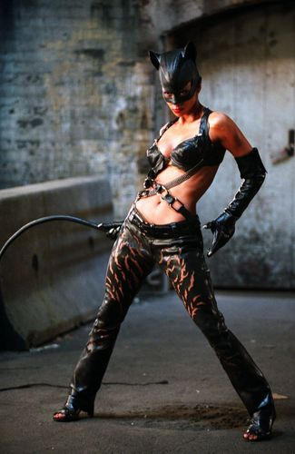 1-Halle_Berry_Catwoman_7