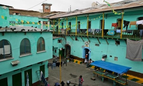 San-Pedro-Prison-La-Paz