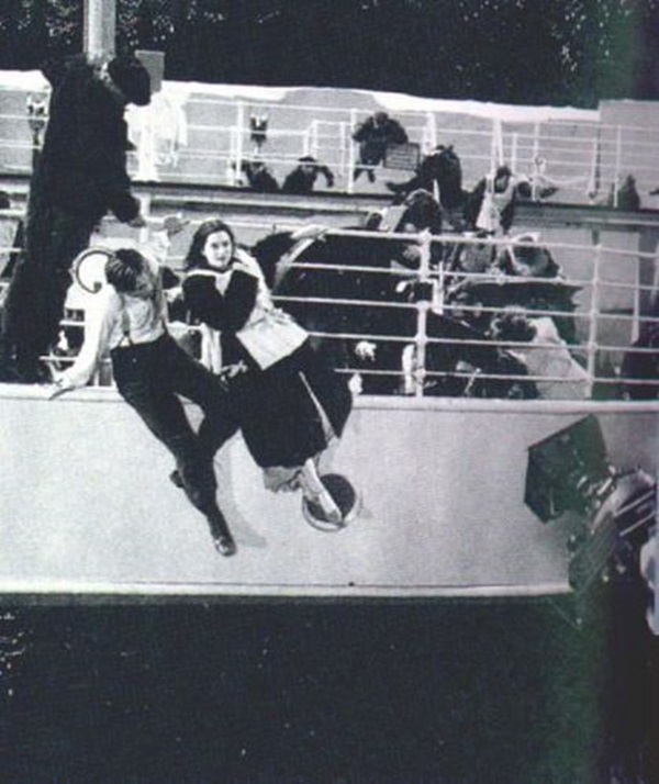 Behind-the-scenes-titanic-8653806-420-500