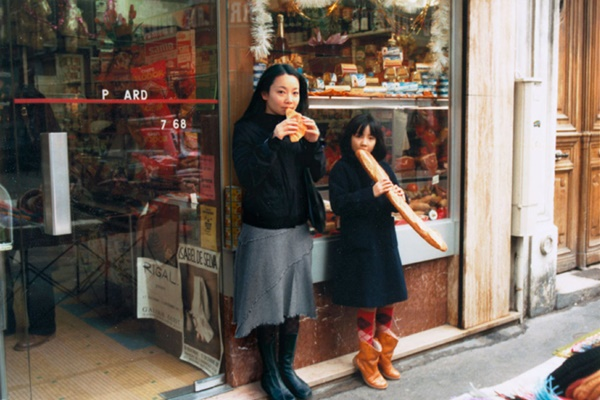 chino-otsuka-inserts-her-adult-self-into-childhood-photos-designboom-03