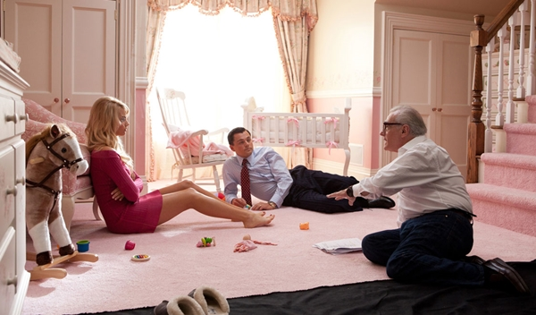 margot-robbie-wolf-of-wall-street-backstage-scorsese