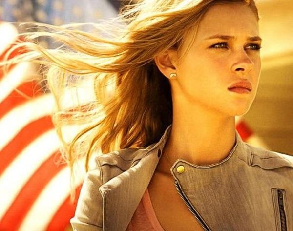 Tessa-Nicola-Peltz-Transformers-4-Poster-539x425